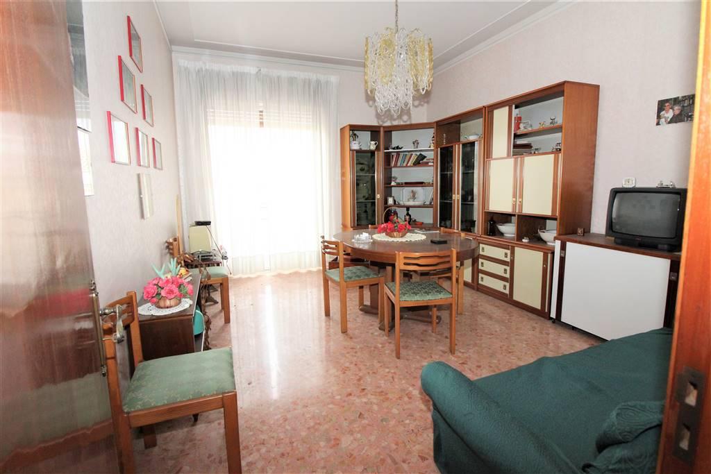 Appartamento in vendita a Lentini, 4 locali, zona Località: P.ZZA DEI SOFISTI, prezzo € 85.000 | CambioCasa.it