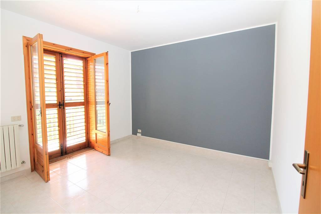 Appartamento in vendita a Lentini, 4 locali, zona Località: P.ZZA DEI SOFISTI, prezzo € 110.000 | CambioCasa.it