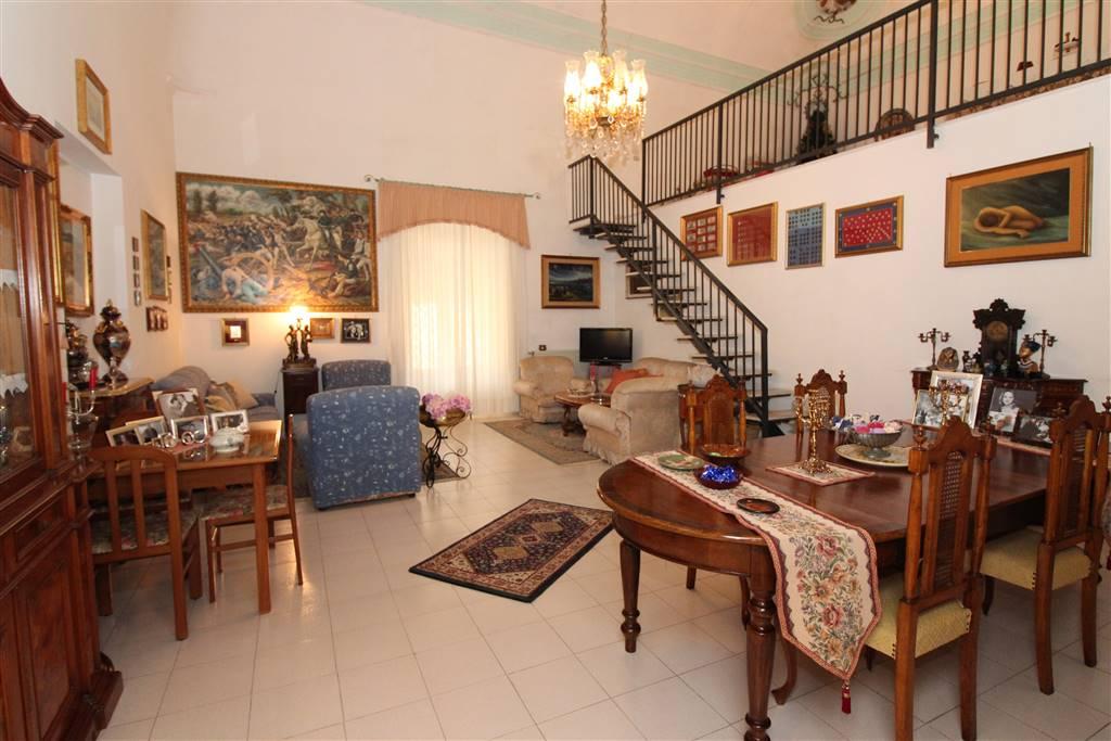 Appartamento in vendita a Lentini, 8 locali, zona Località: CENTRO, prezzo € 200.000 | CambioCasa.it