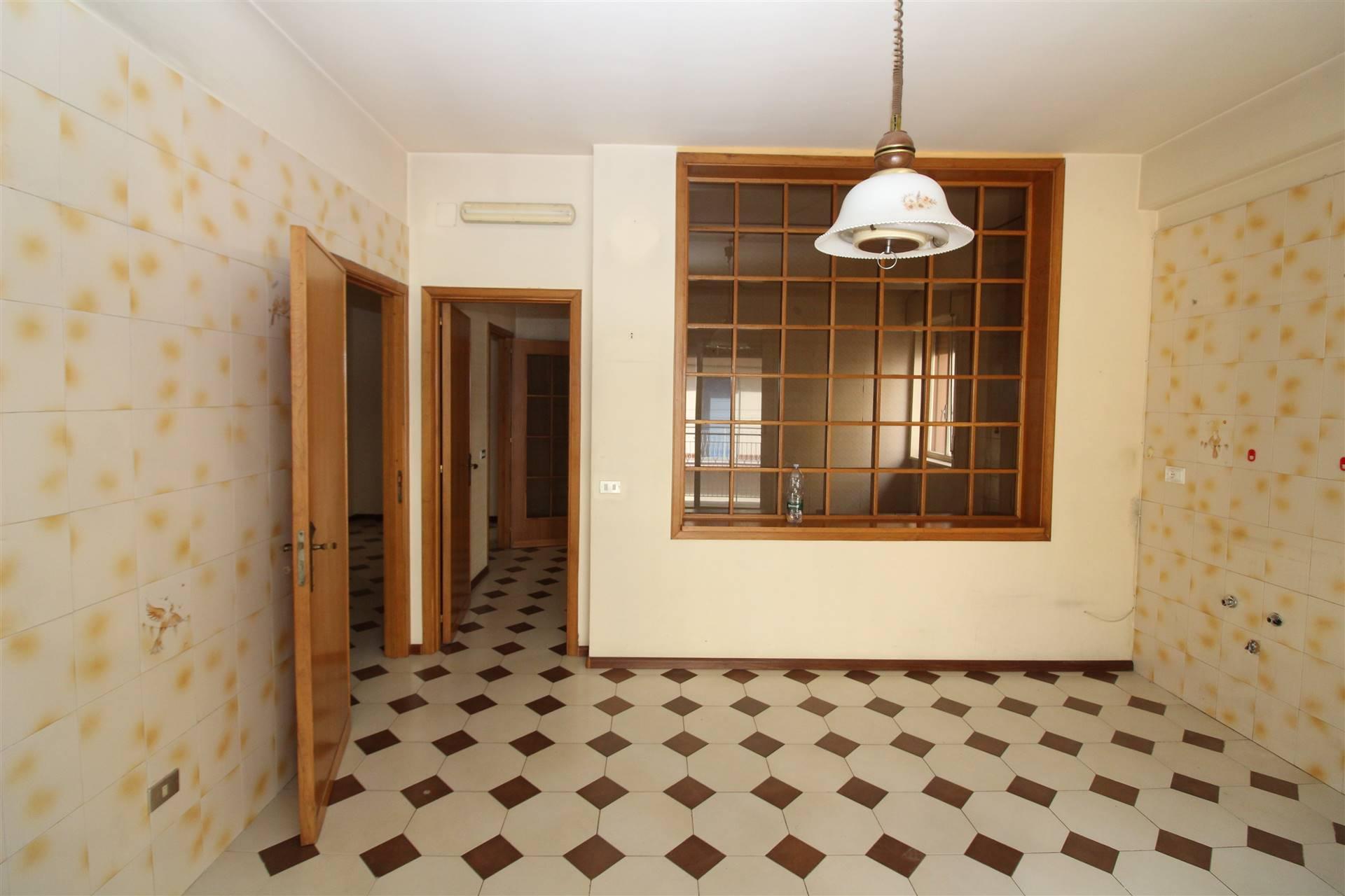 Appartamento in vendita a Lentini, 6 locali, zona Località: CENTRO, prezzo € 110.000 | PortaleAgenzieImmobiliari.it