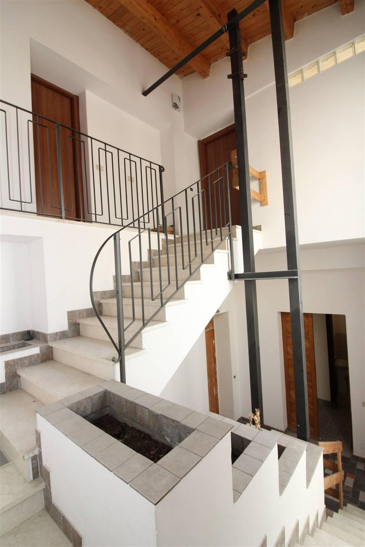 Soluzione Indipendente in vendita a Lentini, 8 locali, zona Località: SOPRA FIERA, Trattative riservate | CambioCasa.it