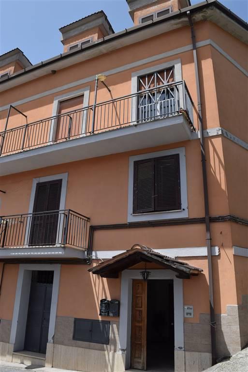 Appartamento in vendita a Nerola, 4 locali, prezzo € 85.000 | CambioCasa.it