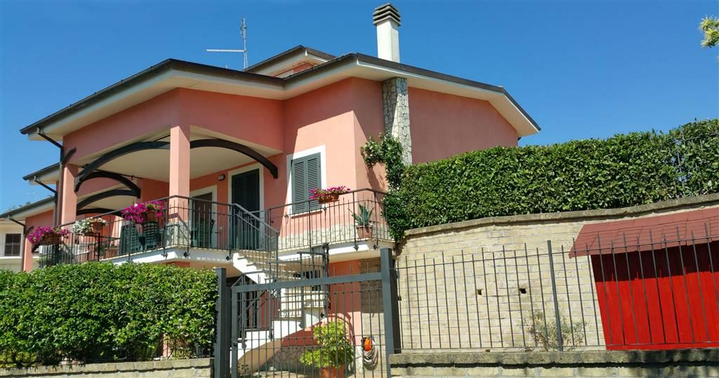 Villa in vendita a Capena, 5 locali, zona Località: CENTRO, prezzo € 229.000 | CambioCasa.it