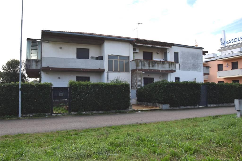 Appartamento in vendita a Alba Adriatica, 3 locali, prezzo € 99.000   CambioCasa.it