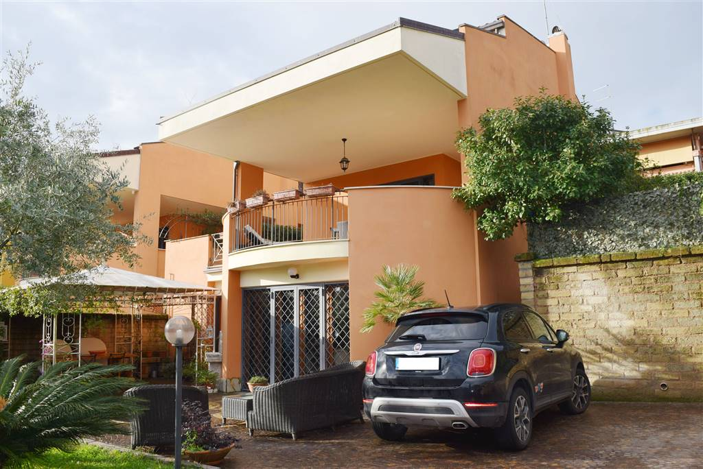 Villa in vendita a Capena, 6 locali, zona Località: COLLE DEL FAGIANO, prezzo € 310.000 | CambioCasa.it