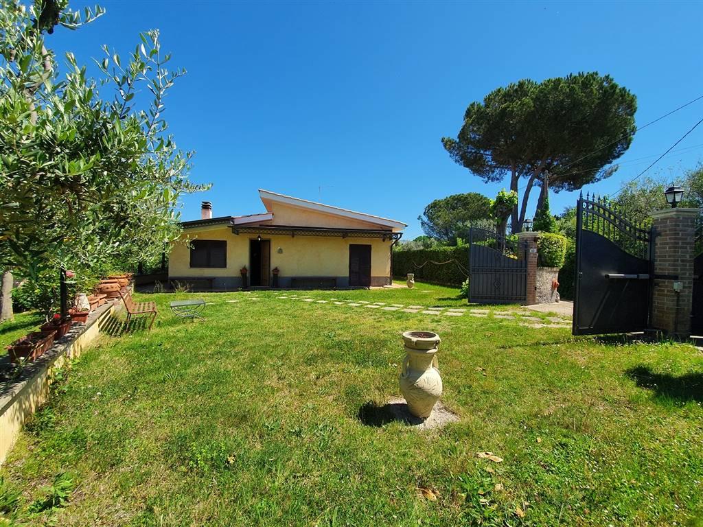 Villa in vendita a Fara in Sabina, 4 locali, zona Zona: Passo Corese, prezzo € 165.000 | CambioCasa.it