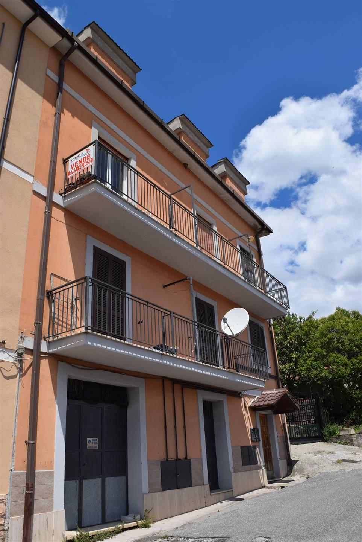 Palazzo / Stabile in vendita a Nerola, 10 locali, prezzo € 185.000 | CambioCasa.it