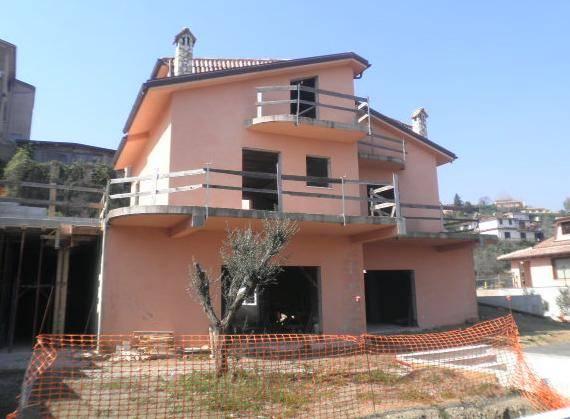 Villa Bifamiliare in vendita a Capena, 5 locali, zona Località: PASTINACCI, prezzo € 130.000 | CambioCasa.it