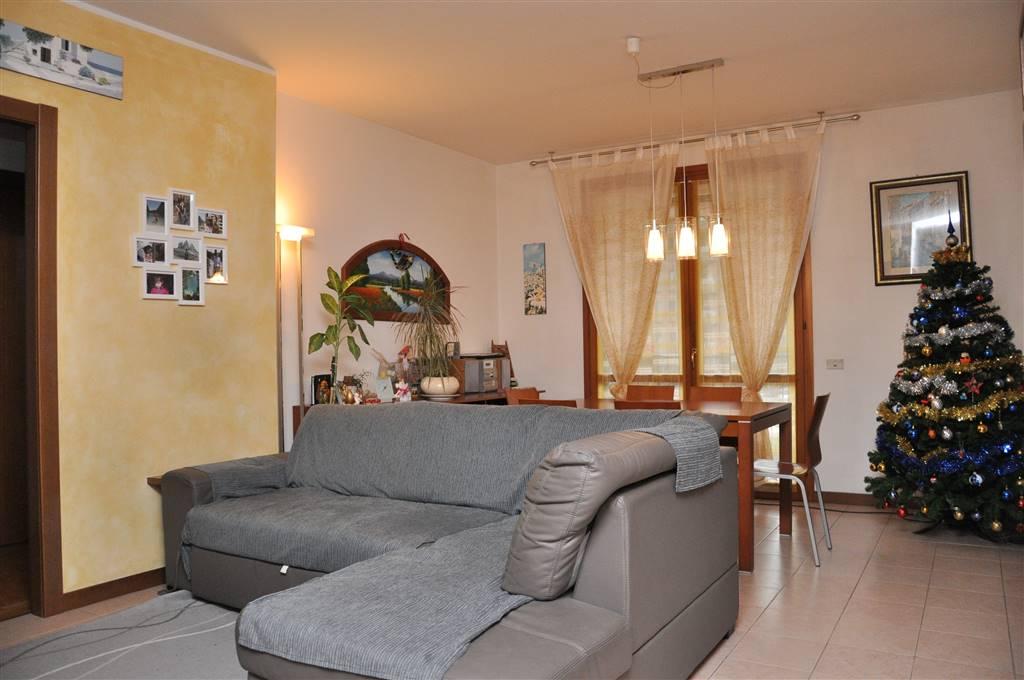 Quadrilocale in Viale Montegrappa  9, Acquate, Lecco