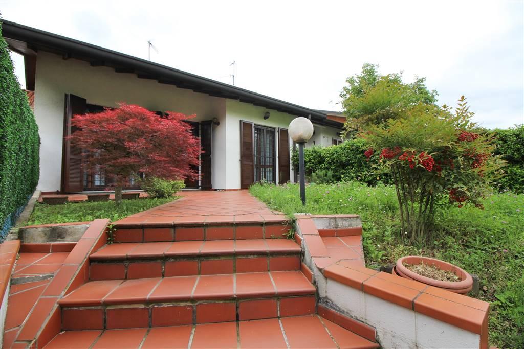 Villa, Molteno, in ottime condizioni