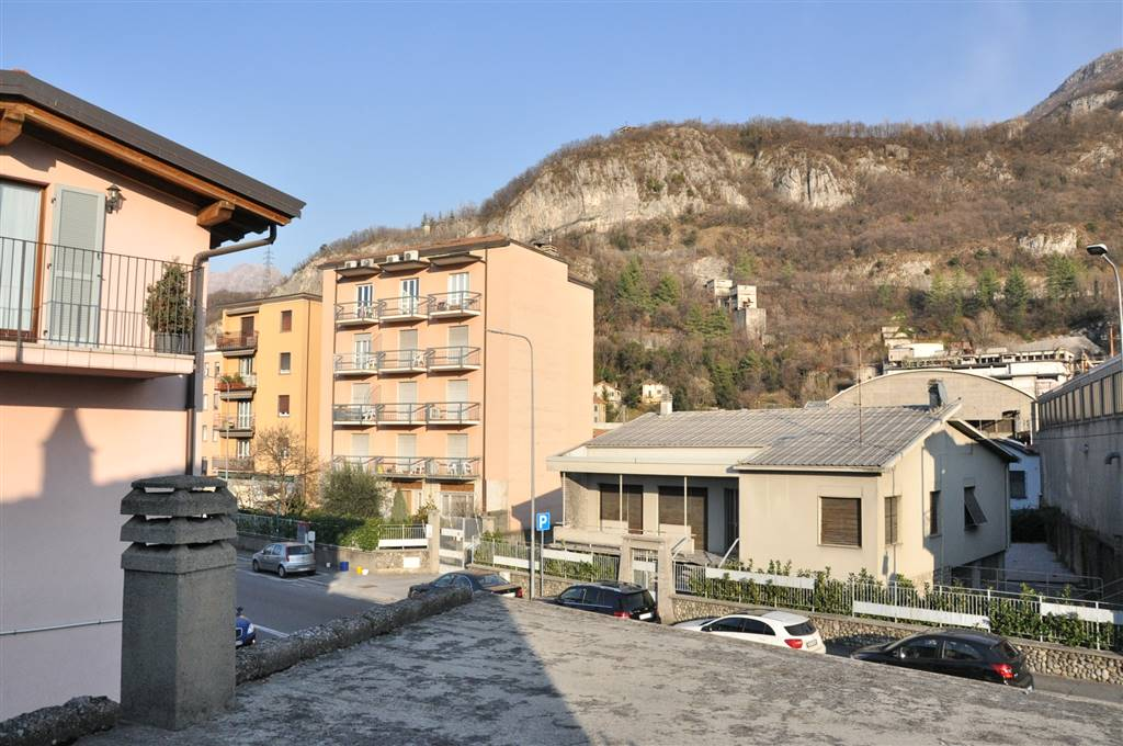 Detached house in LECCO 756 Sq. mt. | 13 Rooms | Garden 200 Sq. mt.