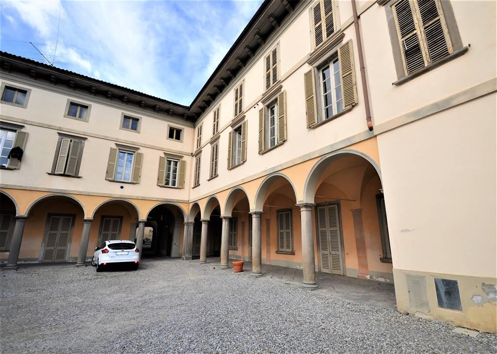 Appartamento in vendita a Caprino Bergamasco, 10 locali, prezzo € 150.000 | PortaleAgenzieImmobiliari.it