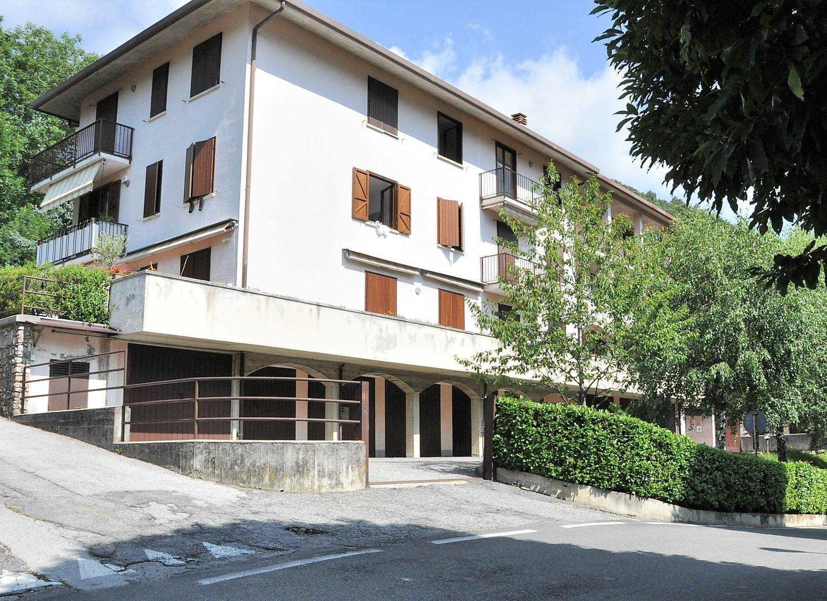 Appartamento in vendita a Ballabio, 3 locali, zona Zona: Ballabio inferiore, prezzo € 120.000 | CambioCasa.it