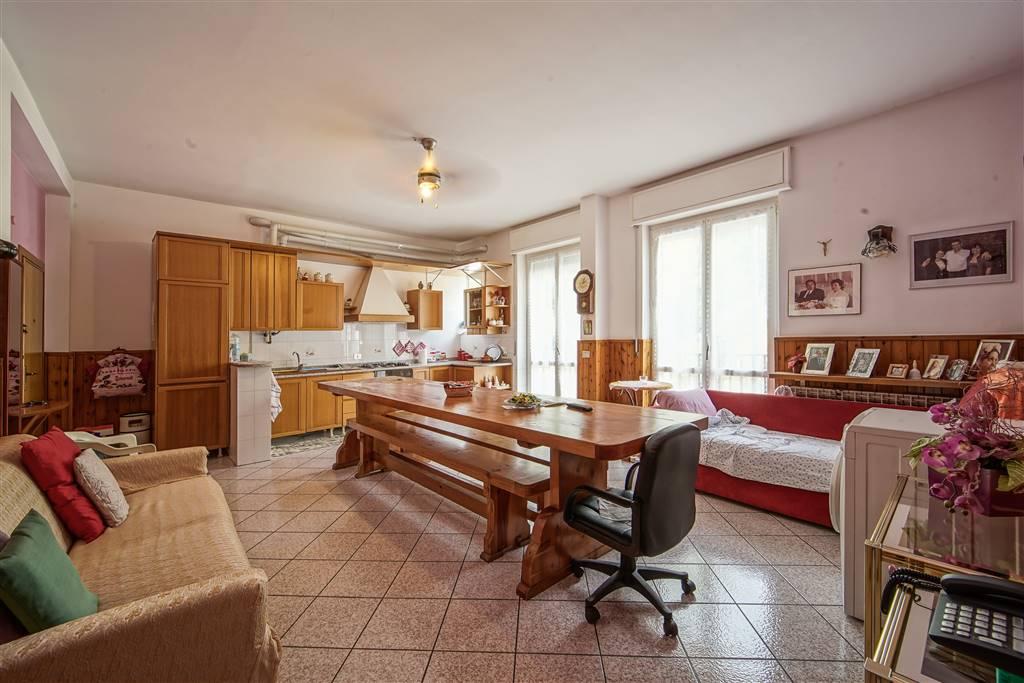 Appartamento in vendita a Calolziocorte, 3 locali, zona Zona: Calolzio centro, prezzo € 110.000 | CambioCasa.it