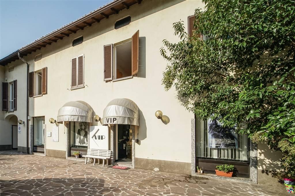Attività / Licenza in vendita a Lecco, 5 locali, zona Zona: Centro, prezzo € 100.000   CambioCasa.it