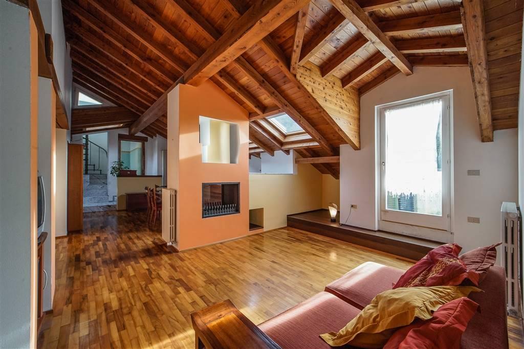 Trilocale, San Giovanni, Lecco, in ottime condizioni
