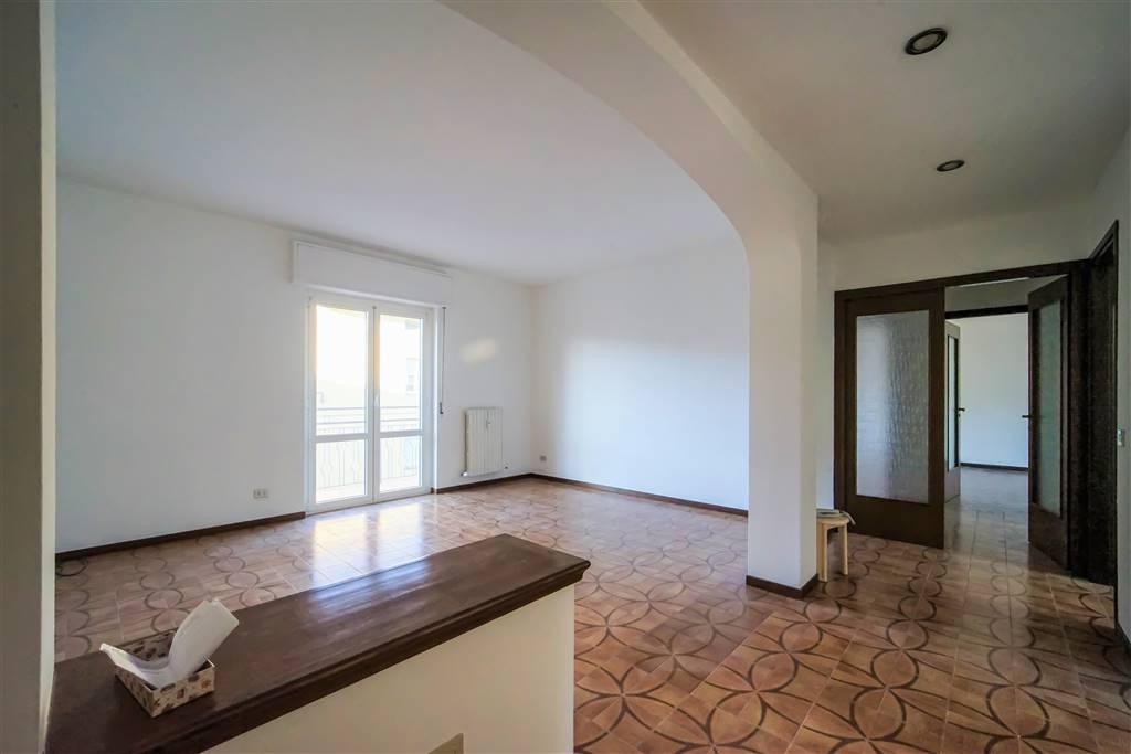 Appartamento in vendita a Calolziocorte, 4 locali, zona lzio centro, prezzo € 160.000 | PortaleAgenzieImmobiliari.it