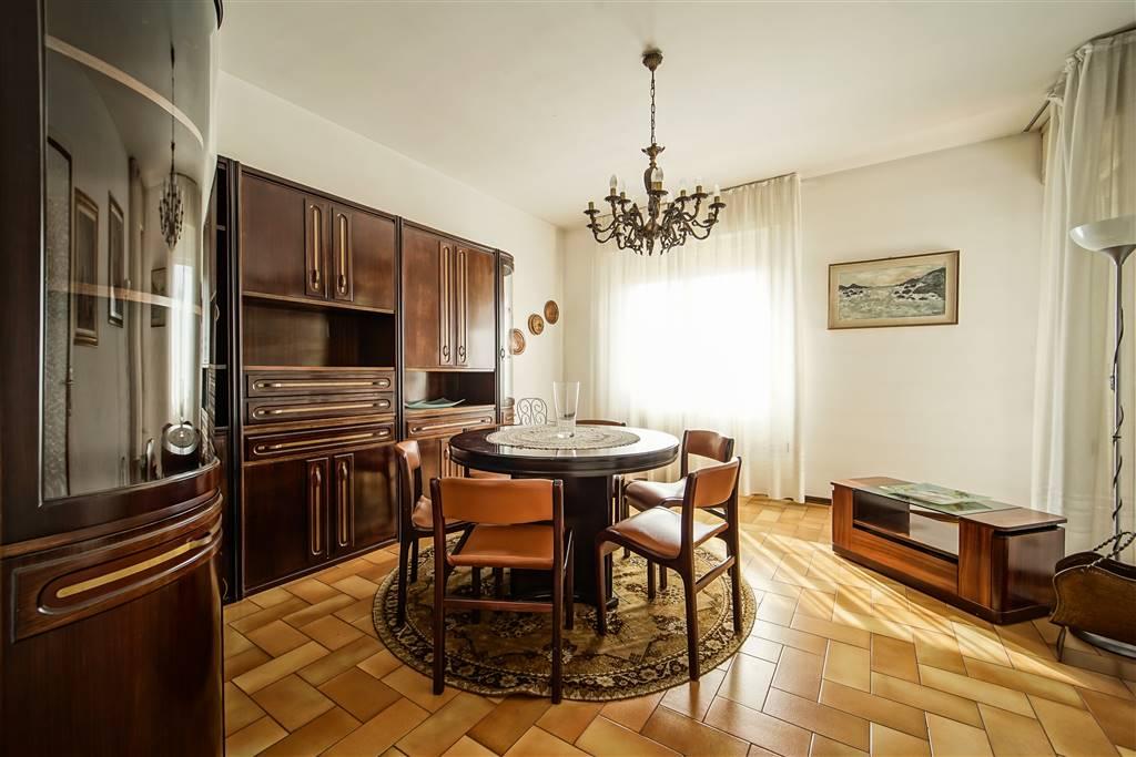 Appartamento in vendita a Lecco, 3 locali, zona Zona: San Giovanni, prezzo € 90.000 | CambioCasa.it