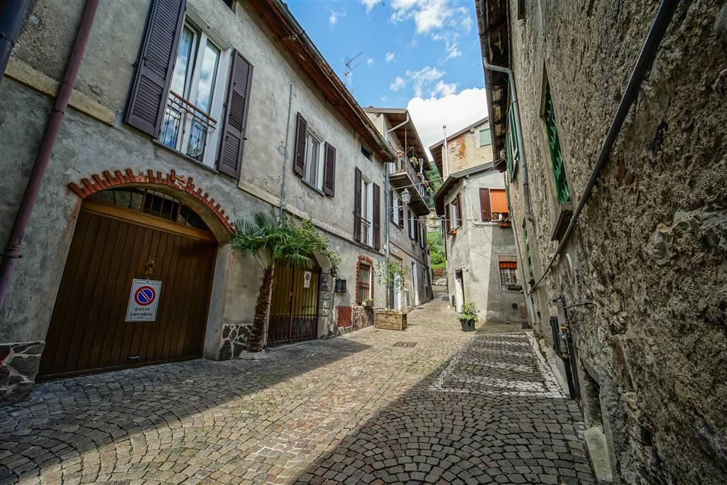 Appartamento in vendita a Lecco, 3 locali, zona Zona: Maggianico, prezzo € 165.000 | CambioCasa.it