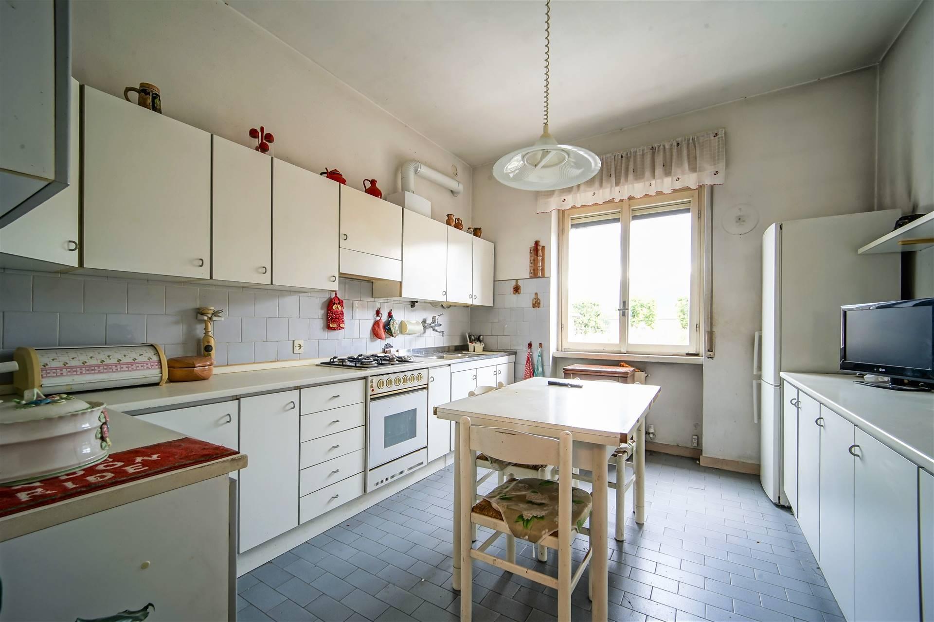 Appartamento in vendita a Calolziocorte, 3 locali, prezzo € 99.000 | CambioCasa.it