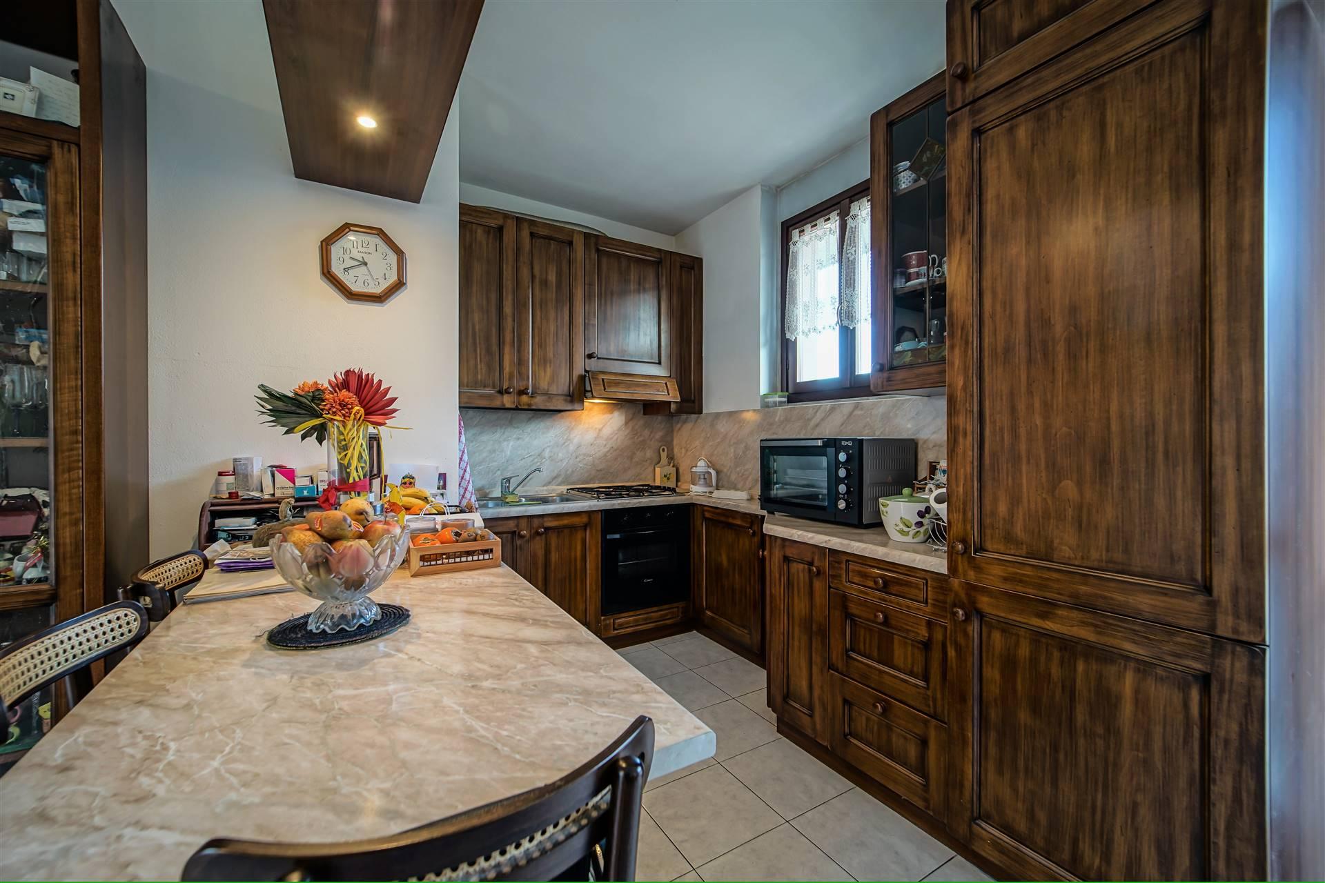 Appartamento in vendita a Olginate, 3 locali, prezzo € 120.000   CambioCasa.it