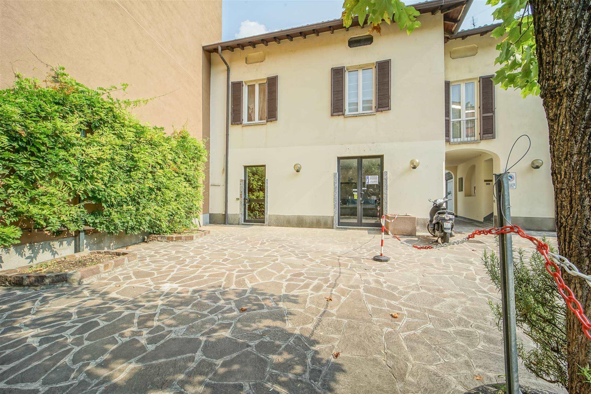 Negozio / Locale in vendita a Lecco, 4 locali, zona Zona: Centro, prezzo € 250.000 | CambioCasa.it