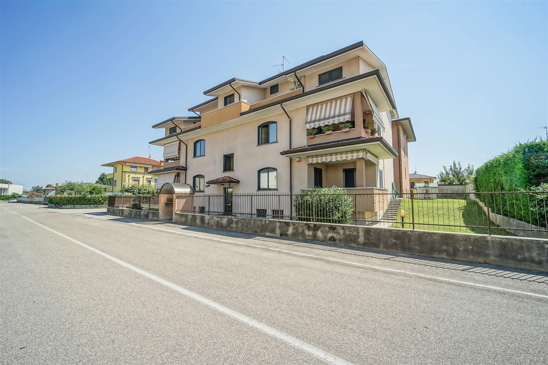 Appartamento in vendita a Giussano, 3 locali, prezzo € 195.000 | CambioCasa.it