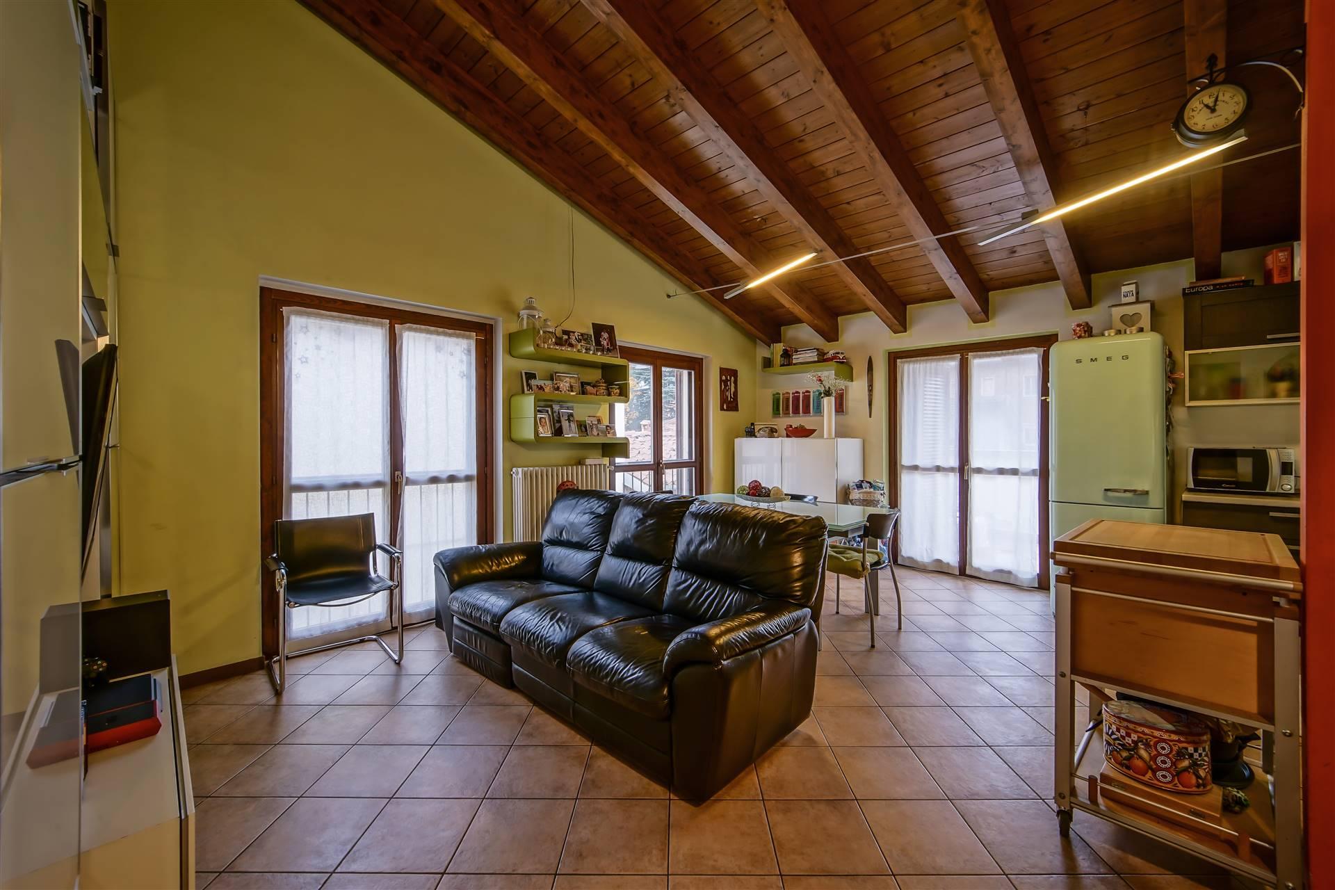 Appartamento in vendita a Calolziocorte, 3 locali, prezzo € 150.000 | CambioCasa.it