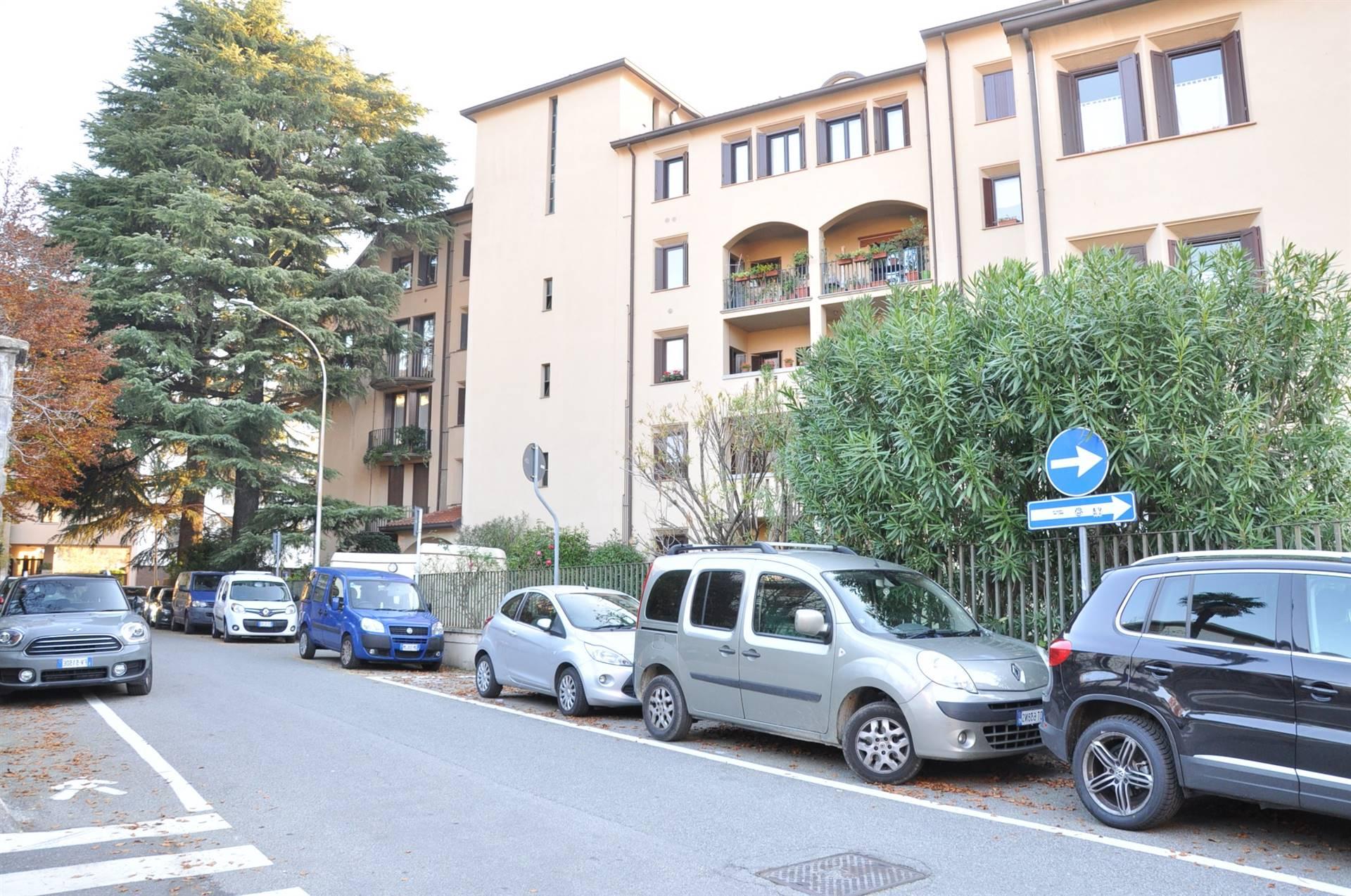 Ufficio / Studio in vendita a Lecco, 2 locali, zona Zona: Castello, prezzo € 170.000   CambioCasa.it