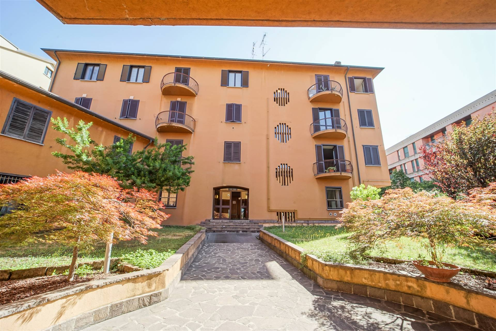 Ufficio / Studio in vendita a Lecco, 3 locali, zona Zona: Castello, prezzo € 130.000   CambioCasa.it