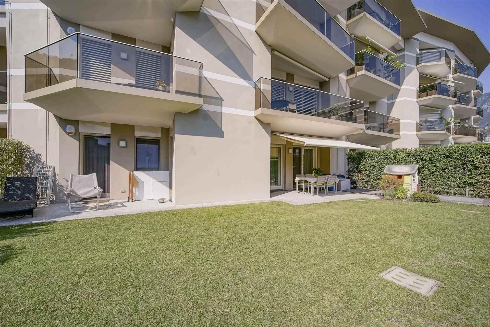 Appartamento in vendita a Lecco, 3 locali, zona Zona: Castello, prezzo € 430.000 | CambioCasa.it
