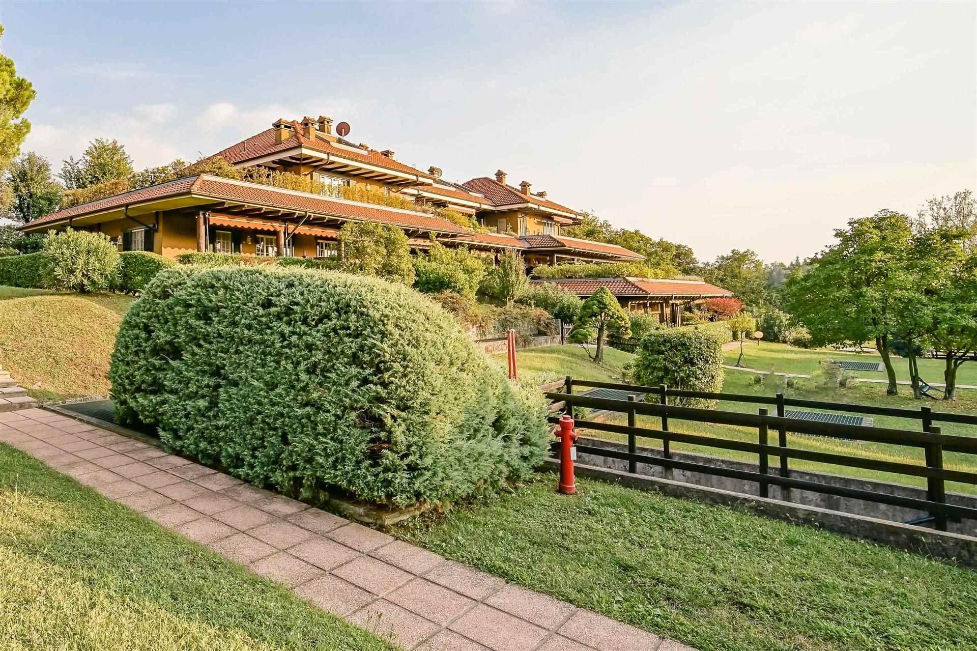 Appartamento in vendita a Bosisio Parini, 5 locali, prezzo € 190.000 | PortaleAgenzieImmobiliari.it