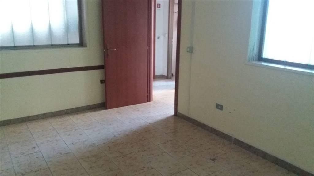 Ufficio / Studio in affitto a Pontecagnano Faiano, 2 locali, zona Zona: Pontecagnano, prezzo € 400   CambioCasa.it