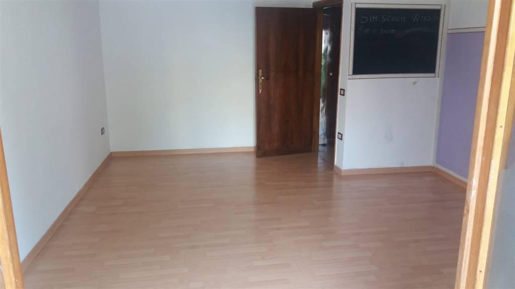 PONTECAGNANO, PONTECAGNANO FAIANO, Ufficio in affitto di 20 Mq, Buone condizioni, Riscaldamento Autonomo, Classe energetica: G, posto al piano 1° su
