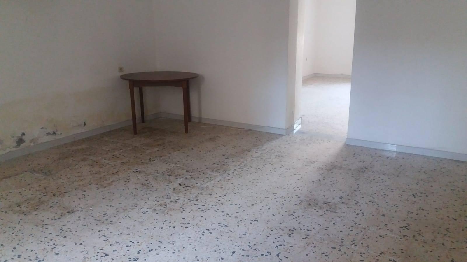 Appartamento in vendita a Pontecagnano Faiano, 4 locali, zona ecagnano, prezzo € 60.000 | PortaleAgenzieImmobiliari.it