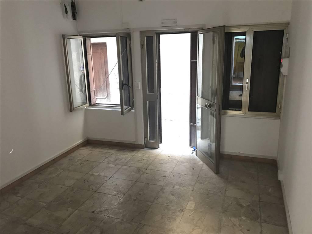 Rif. 2599A - CHIOGGIA affittasi magazzino in centro storico a Chioggia a pochi passi dal Corso del Popolo. L'immobile ha una porta d'ingresso due