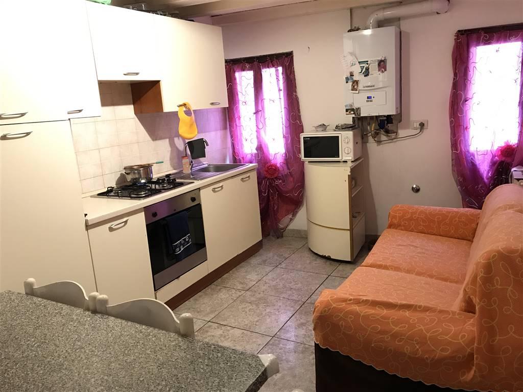 RIf. 2628 CHIOGGIA CENTRO STORICO : Appartamento di circa 45 mq al piano primo di una palazzina di sole tre unità abitative. Composto da Cucina zona