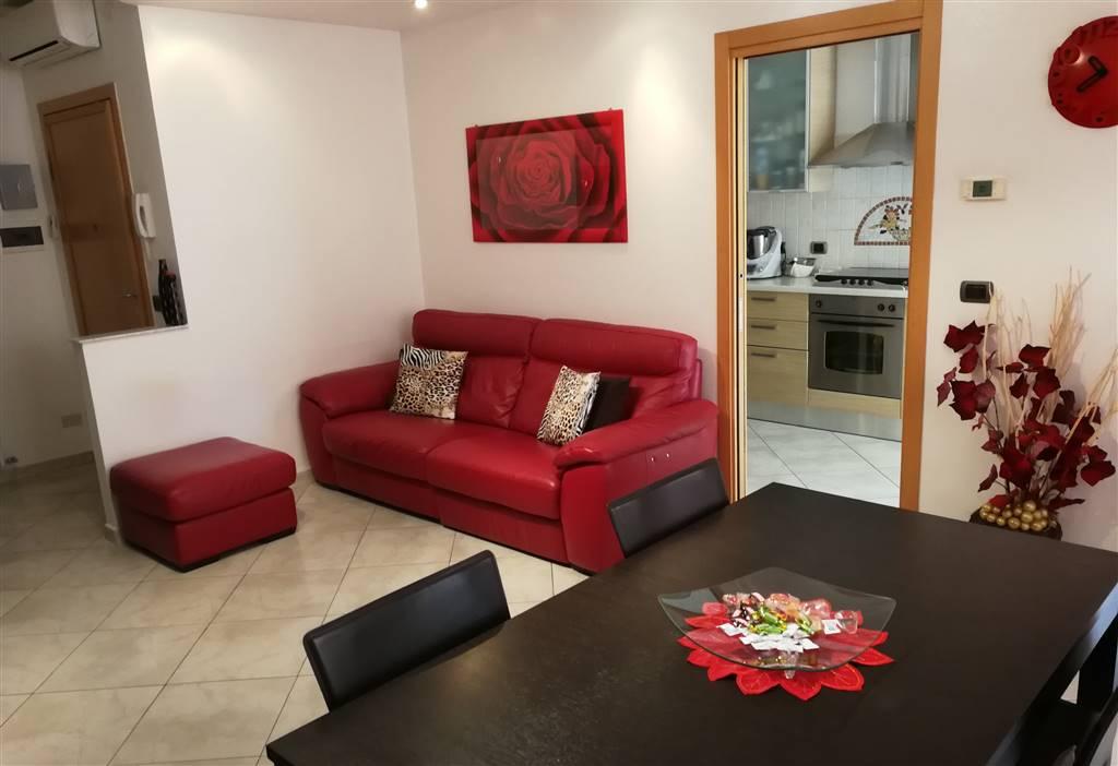 Rif. 2636 SOTTOMARINA Appartamento al piano rialzato di uno stabile in zona comoda ai servizi e al mare, circa 70 mq con ampio terrazzo lato Sud di