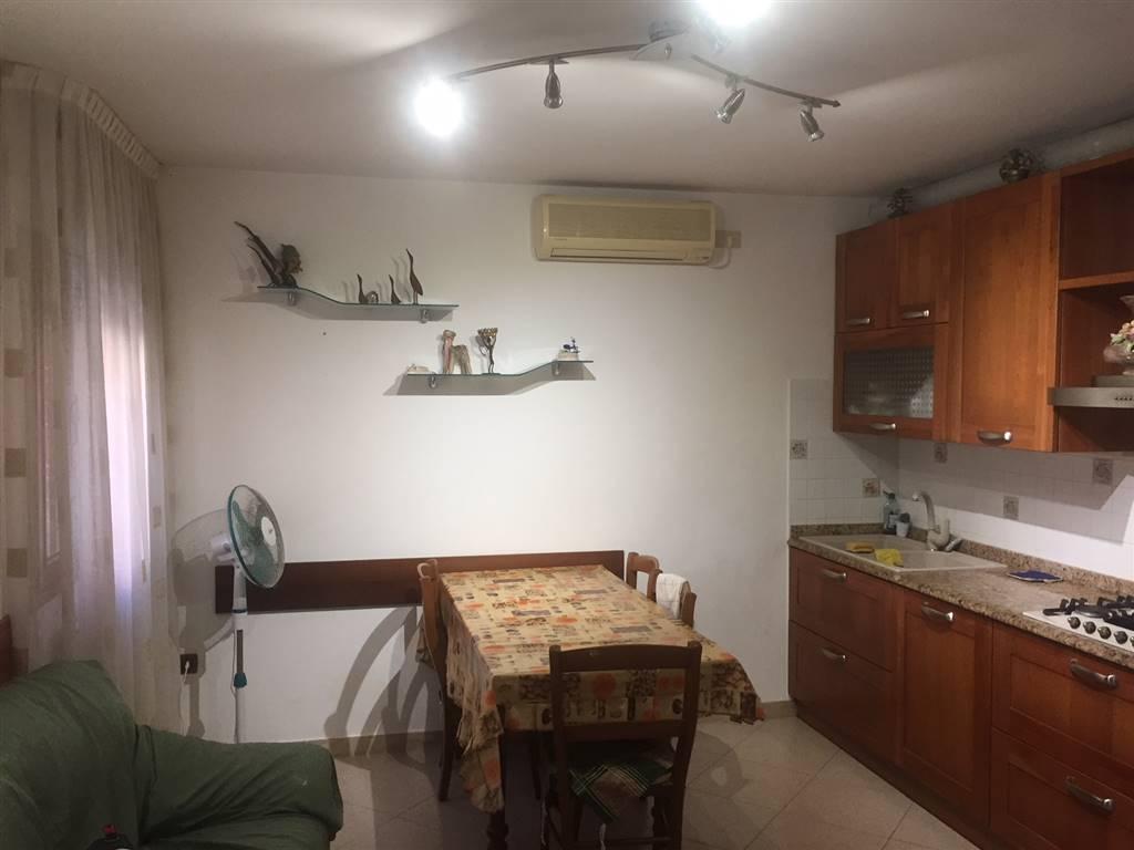 Rif. 2638 SOTTOMARINA CASA SINGOLA - A due minuti da Piazza Todaro, casa indipendente disposta su più livelli, con zona giorno, bagno, tre