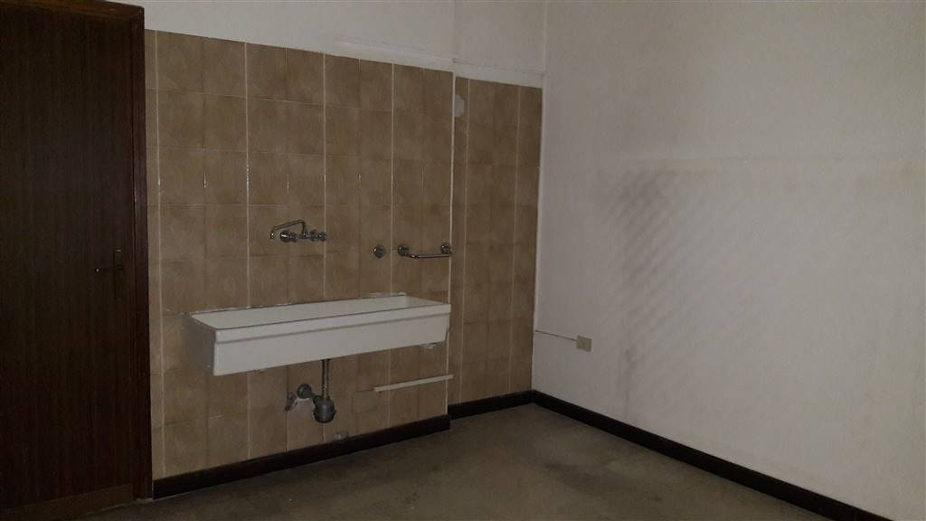 SOTTOMARINA, CHIOGGIA, Office for rent of 70 Sq. mt., Energetic class: G, placed at Raised, composed by: 2 Rooms, 1 Bathroom, Price: € 550