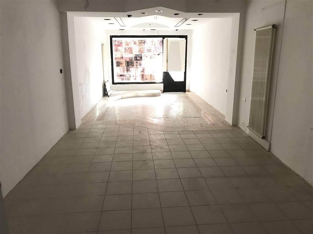 Rif. 2645A CHIOGGIA CENTRO STORICO - Affittasi negozio in Centro Storico di Chioggia in zona di fortissimo passaggio, piano terra con vetrina, 40 mq
