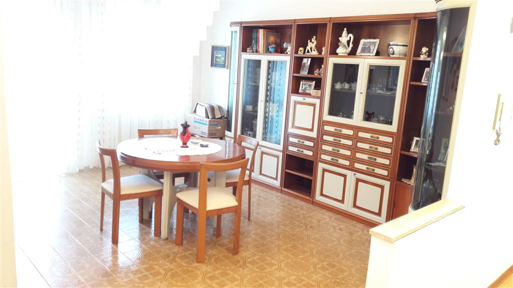 BORGO SAN GIOVANNI, CHIOGGIA, Apartment for sale of 120 Sq. mt., Be restored, Heating Individual heating system, Energetic class: G, placed at 1°,