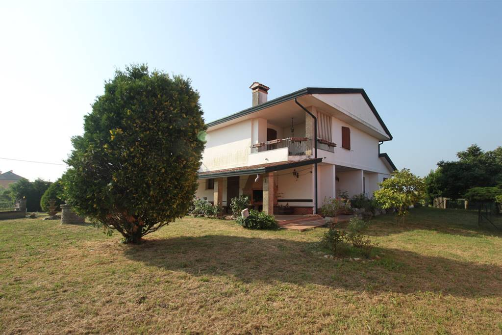 CA BIANCA, CHIOGGIA, Detached house for sale of 250 Sq. mt., Habitable, Heating Individual heating system, Energetic class: G, composed by: 7 Rooms,