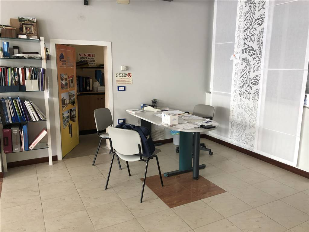 SOTTOMARINA, CHIOGGIA, Shop for sale of 180 Sq. mt., Excellent Condition, Heating Individual heating system, Energetic class: G, placed at Ground on