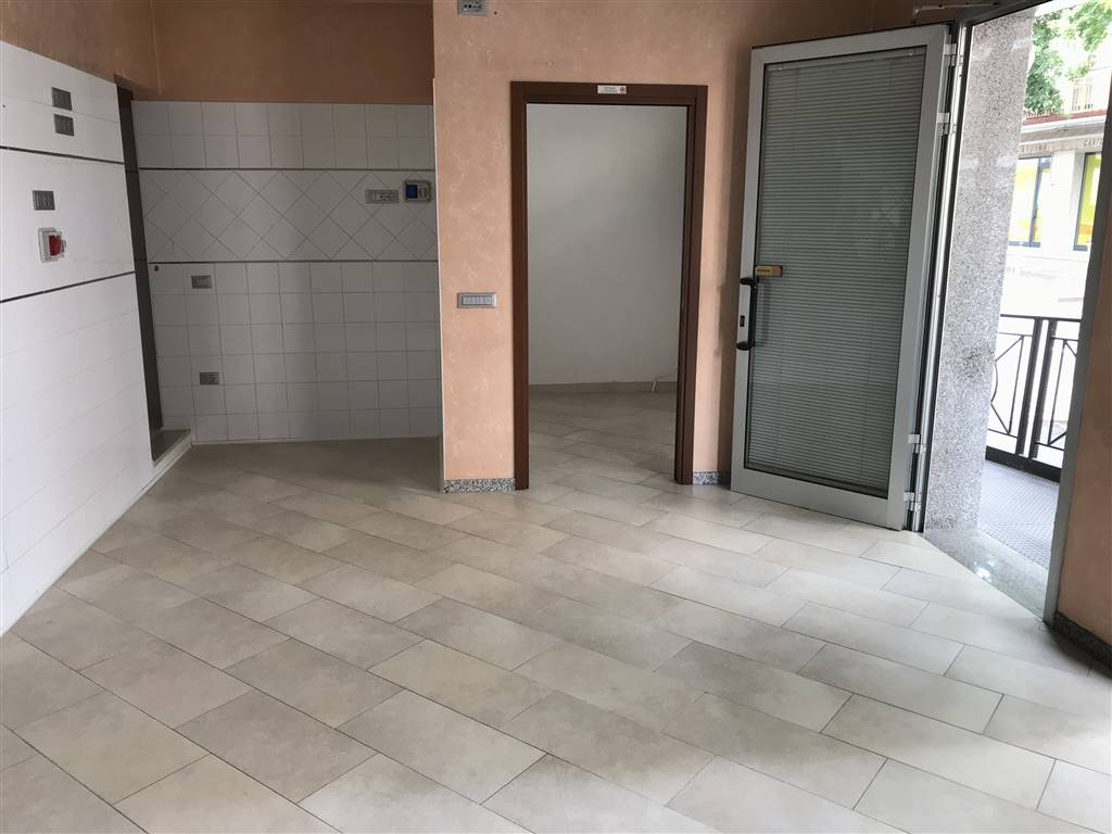 SOTTOMARINA, CHIOGGIA, Shop for rent of 50 Sq. mt., Good condition, Heating Individual heating system, Energetic class: G, placed at Raised, composed