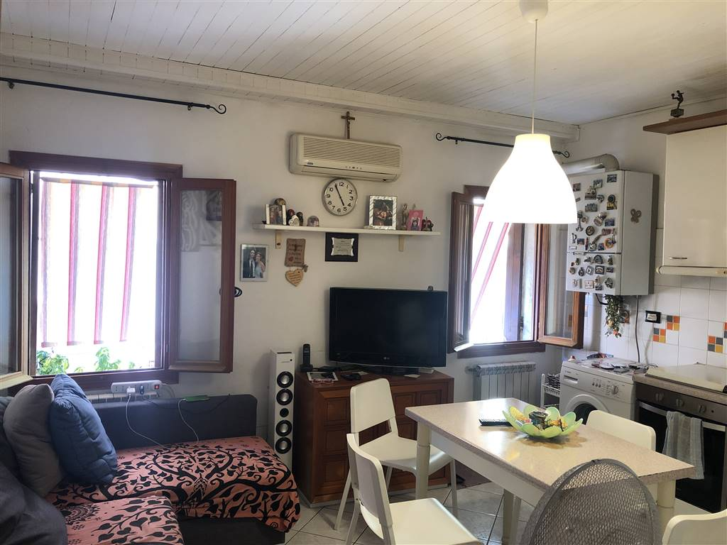 CHIOGGIA CENTRO, CHIOGGIA, Detached house for sale of 80 Sq. mt., Habitable, Heating Individual heating system, Energetic class: G, placed at Ground