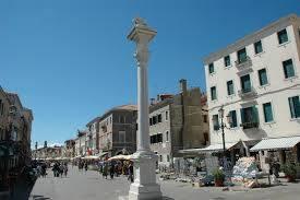 Rif. 2846A CHIOGGIA CORSO DEL POPOLO - Affittasi Negozio in Corso del Popolo a Chioggia, lungo i portici, in zona di maggior afflusso pedonale, con