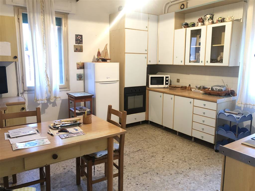 TOMBOLA, CHIOGGIA, Apartment for sale of 100 Sq. mt., Be restored, Heating Individual heating system, Energetic class: G, placed at Raised on 3,