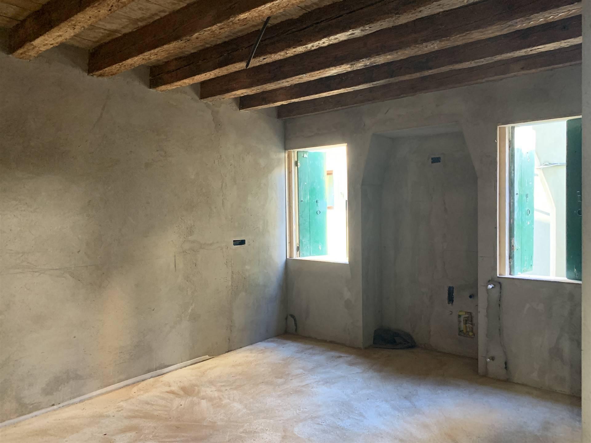 Rif. 2985 - Chioggia Bilocale di 35 mq al primo piano di una palazzina di tre unità a pochi passi dal centro storico di Chioggia con cantina di