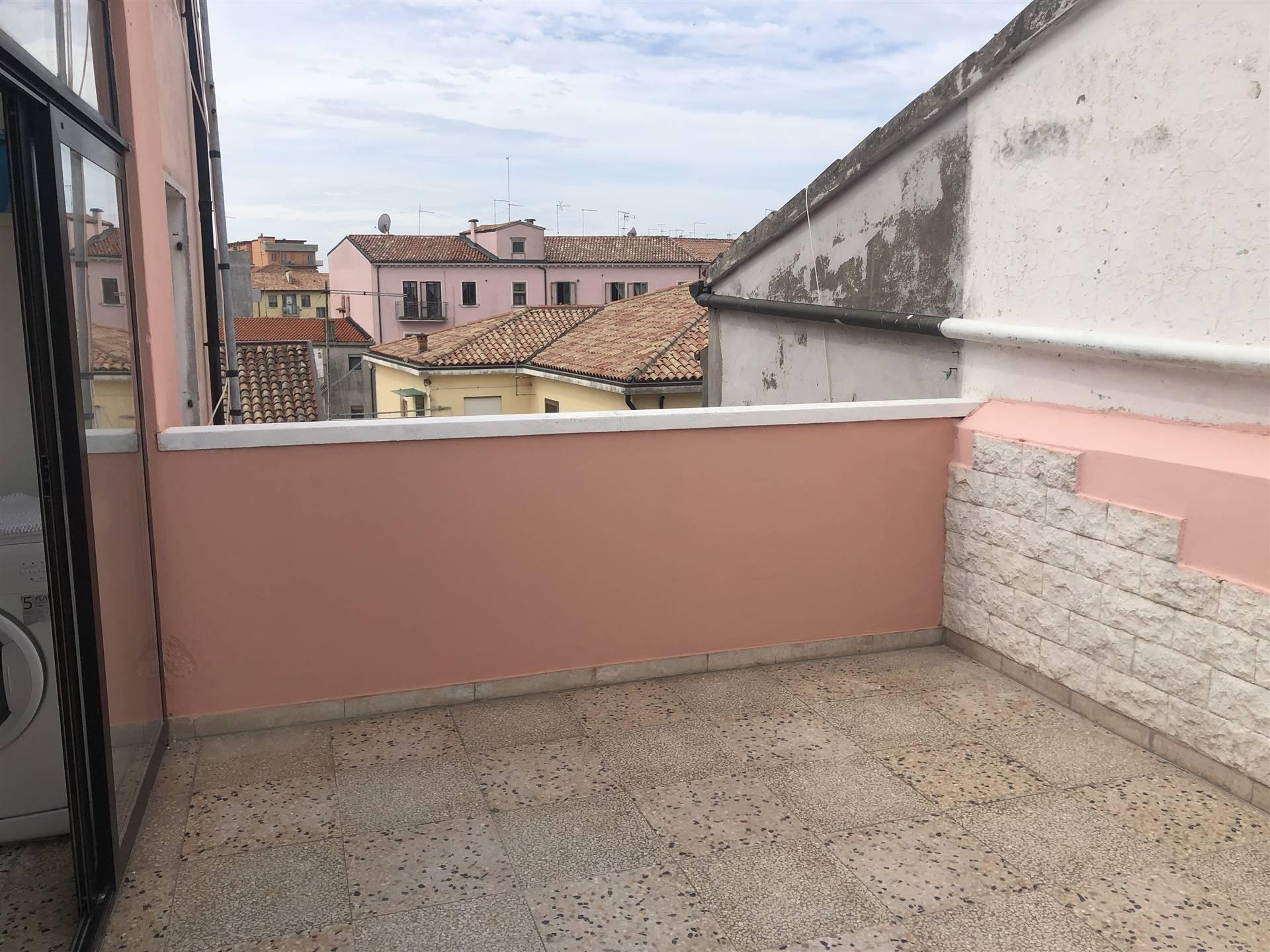 Rif. 2914 CHIOGGIA CENTRO STORICO - Appartamento con terrazzo a Chioggia al terzo e ultimo piano di una palazzina di sole tre unità immobiliari,